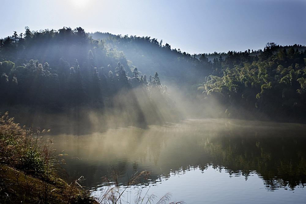 朝阳下的太平湖