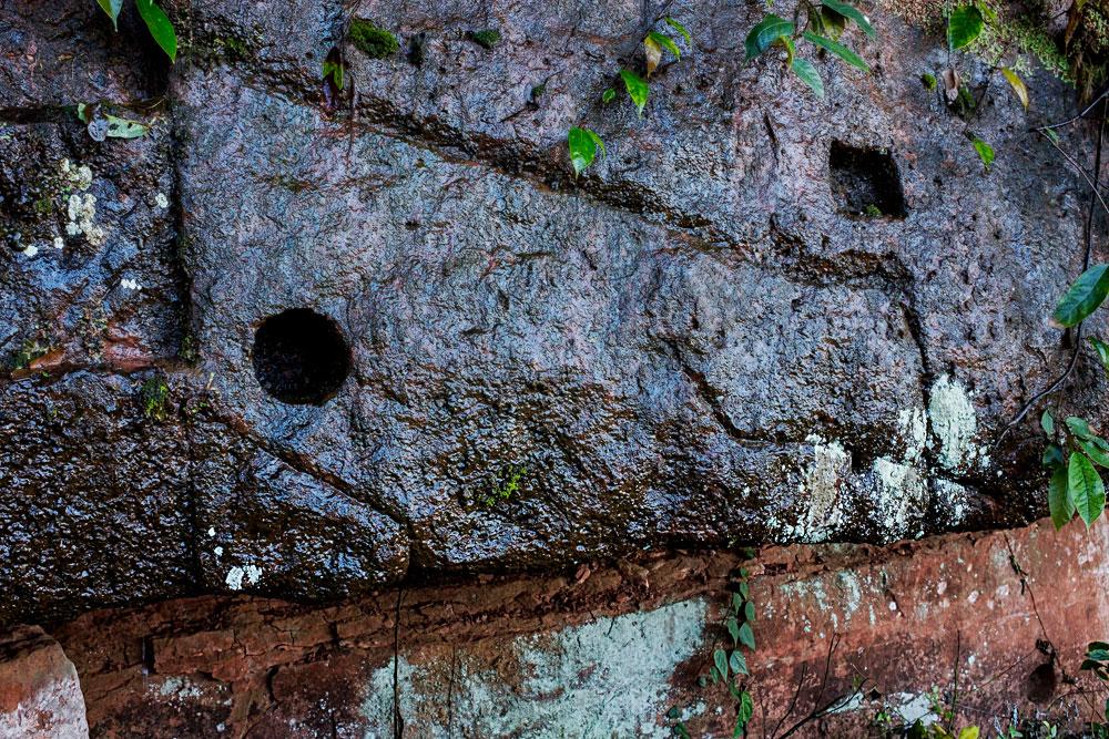 栈道壁上的巢臼